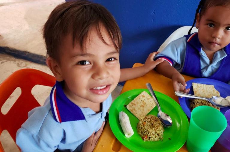 816.480 porciones de arroz fortificado Mannapack para 9000 almuerzos diarios, dirigidos a población migrante venezolana en Cúcuta.